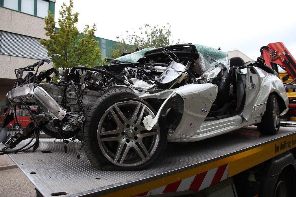 Ditzingen: Drei junge Menschen sterben bei Autounfall ...