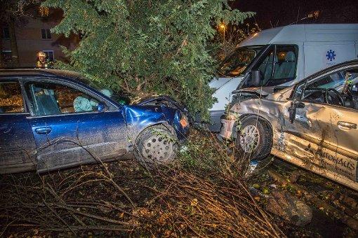 Junge Autodiebe verursachen Unfall