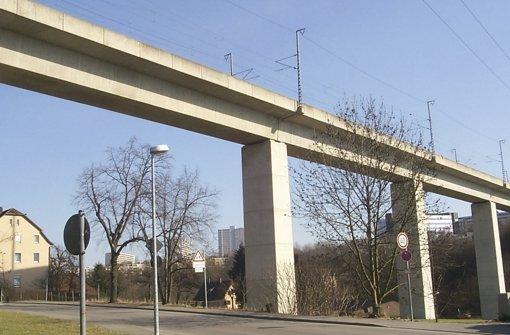 Über das Viadukt in Zazenhausen sollen vorerst keine weiteren Personenzüge fahren, das hat der Verband Region Stuttgart beschlossen. Foto: Archiv Frank Rodenhausen