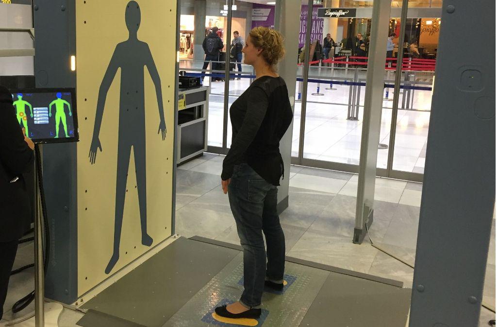 Flughafen Stuttgart Neue Körperscanner Bei Sicherheitskontrolle