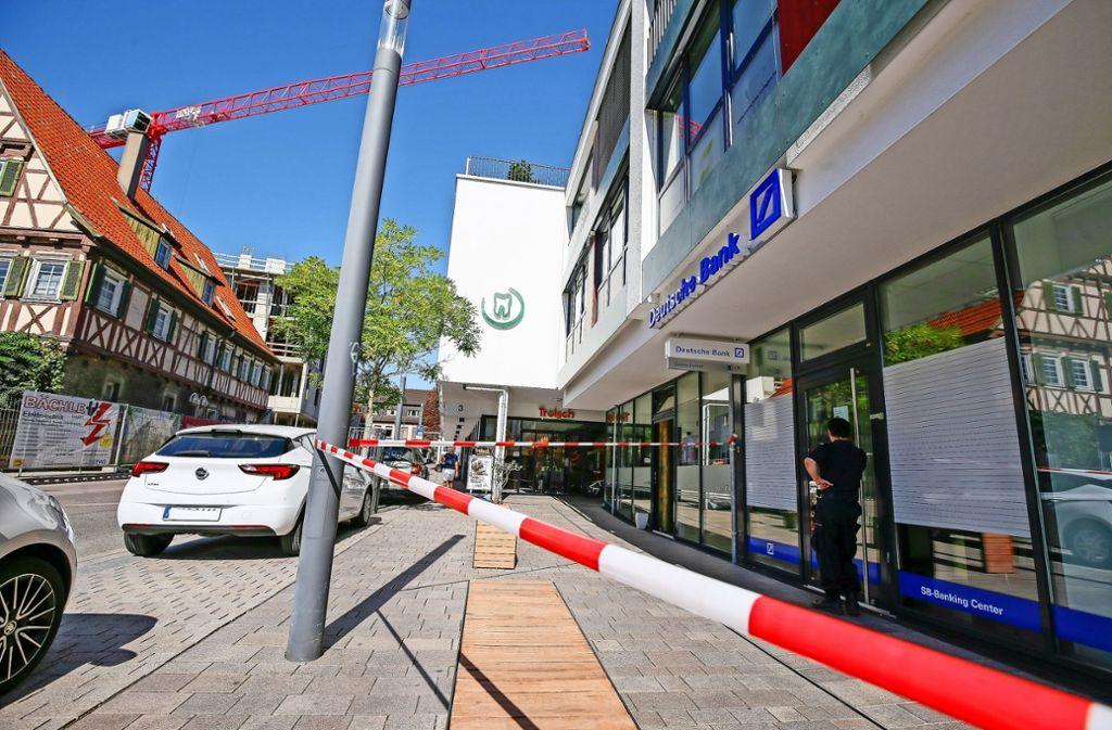 Deutsche Bank In Gerlingen Betroffen Vier Tater Sprengen Einen Geldautomaten Landkreis Ludwigsburg Stuttgarter Zeitung