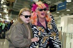 Ja, das wird sicher ein Spaß: bOlivia Jones/b (rechts) kann es anscheinend kaum noch erwarten. Die 43-jährige Drag Queen ist nicht nur für ihre schrillen Auftritte berühmt-berüchtigt. Sie engagiert sich ... Foto: dpa