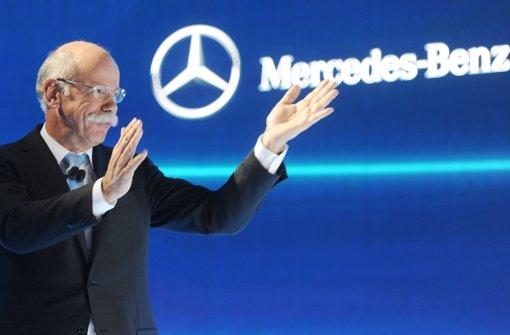 Daimler-Chef Zetsche hat einen Preis für die G-Klasse entgegengenommen. Wir zeigen in unserer Bilderstrecke die Autos des Jahres. Klicken Sie sich durch! Foto: dpa