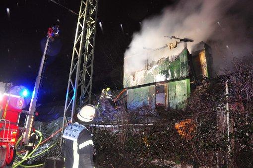 Zwei Gartenhäuser in Stuttgart-Nord haben in der Nacht gebrannt.  Foto: Andreas Rosar Fotoagentur-Stuttgart