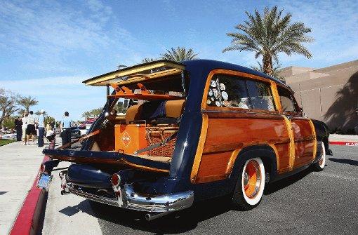Bereit für den Familienausflug: Picknickkorb, Kühlbox, Surfbretter - alles originalgetreu bei der Classic Car Show während der Modernism Week in Palm Springs zu besichtigen. Foto: Beck
