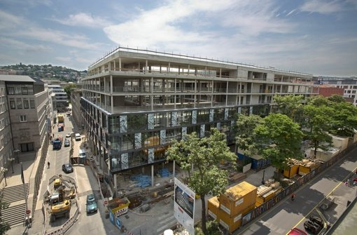 Der Rohbau ist fertig, im Frühjahr 2013 will die Bülow AG das fertig gestellte Gebäude an die Mieter übergeben. Foto: Steinert