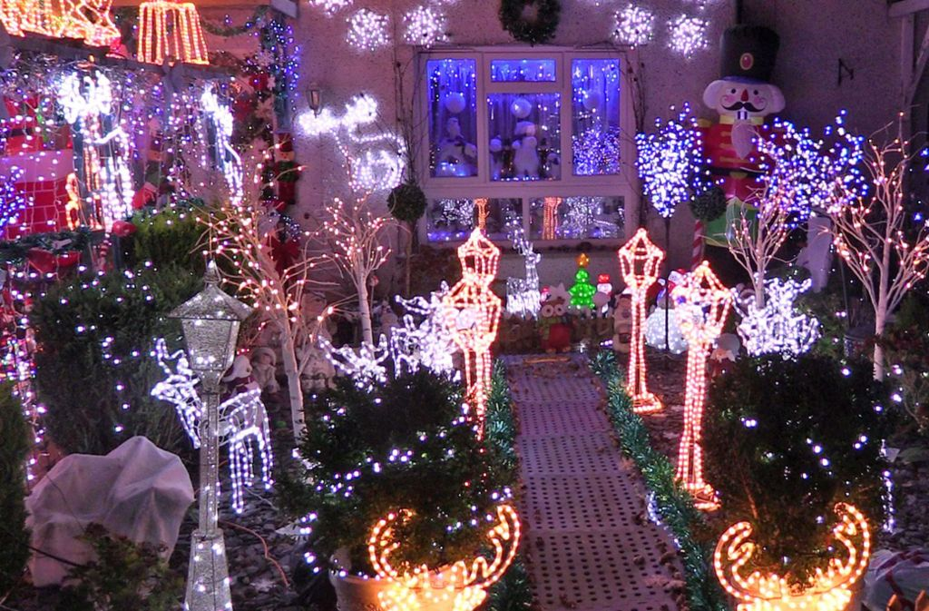 Zwist über Weihnachtsdeko in USA: 70 000 Leuchten am Haus samt Musik ...