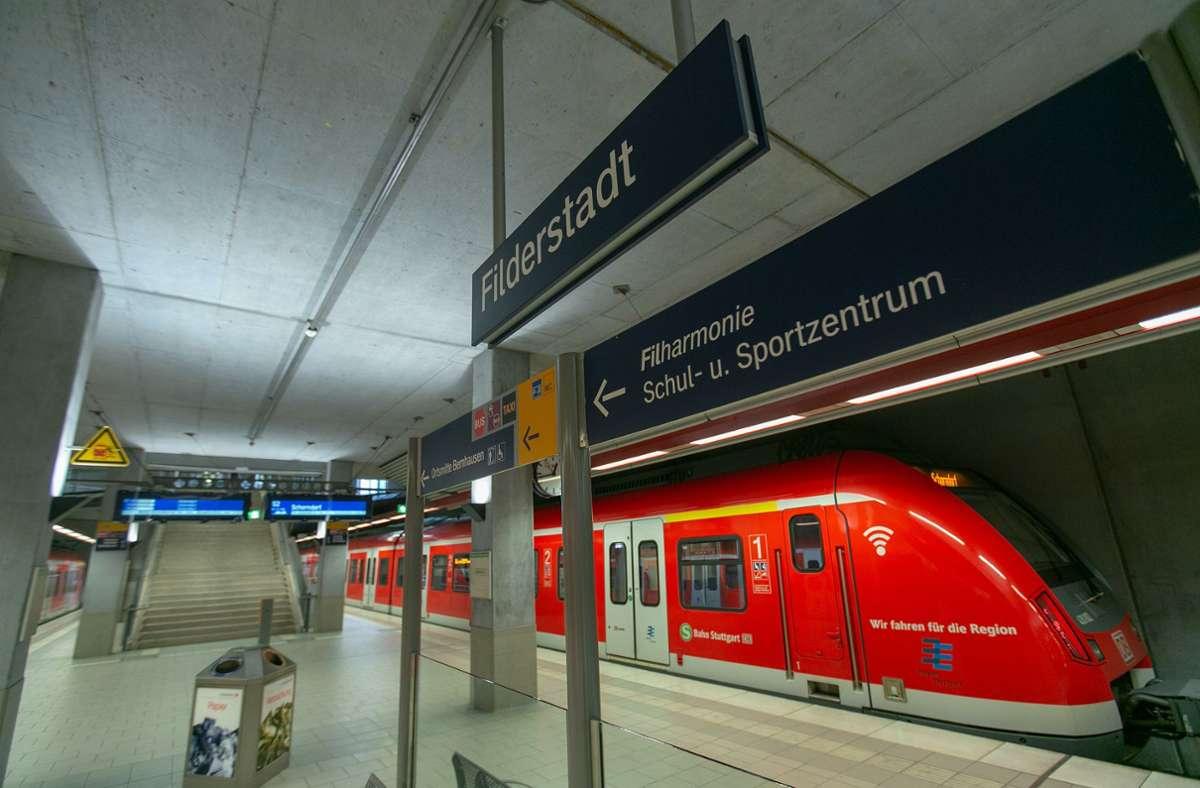 Bahn Bekanntschaft — Deutsche Bahn will Kontakte zwischen Reisenden ermöglichen
