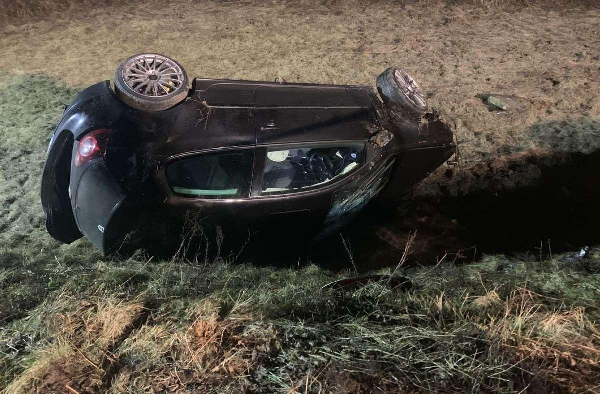 Bildergebnis für Auto stürzt in Wasserbecken