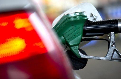 Bewaffneter überfällt Tankstelle
