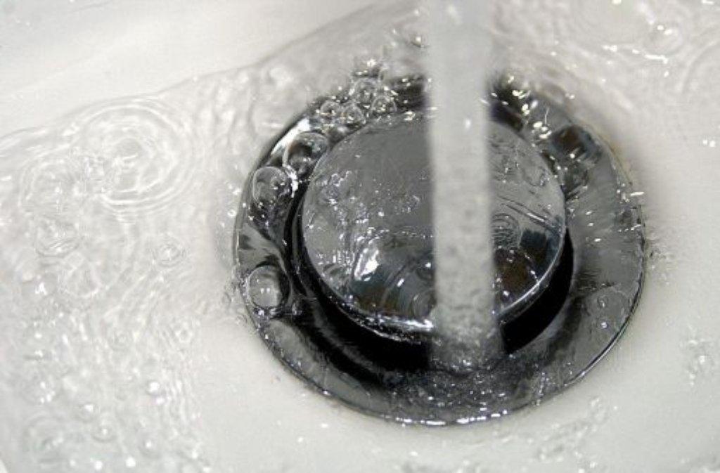 bakterien im leitungswasser mit legionellen ist nicht zu spa en wissen stuttgarter zeitung. Black Bedroom Furniture Sets. Home Design Ideas