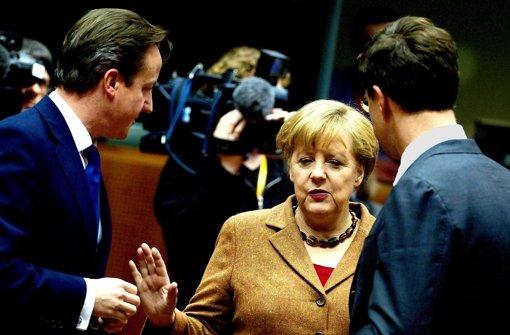 Der britische Premier David Cameron (links) und Kanzlerin Angela Merkel wollen beide Einschnitte in den EU-Haushalt. Foto: dapd
