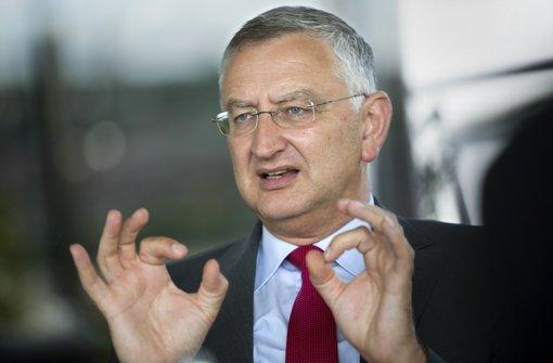 Der Verkauf von EnBW-Aktien bringt den Sparkassenpräsidenten in Bedrängnis. Foto: dapd