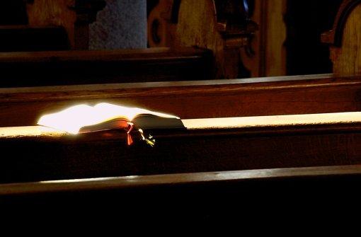 Beten und Bibbern? Die Heizkosten sind ein Thema für die Kirchengemeinden. Foto: dpa