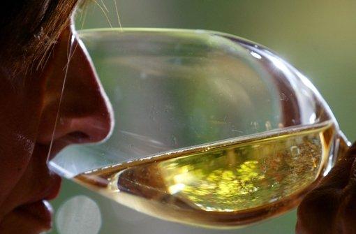 Solange man nur am Wein riecht, wird man nicht süchtig. Foto: dpa