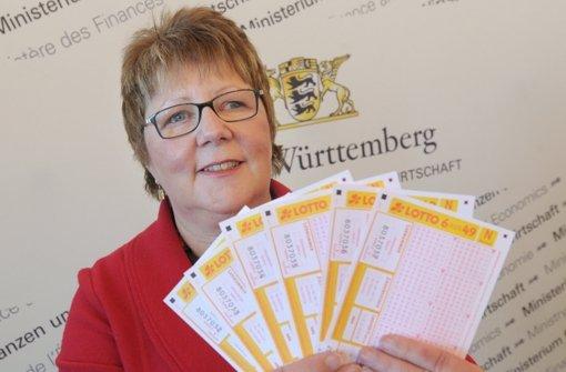 Minister Nils Schmid mit der neuen Toto-Lotto-Chefin Marion Caspers-Merk Foto: dpa