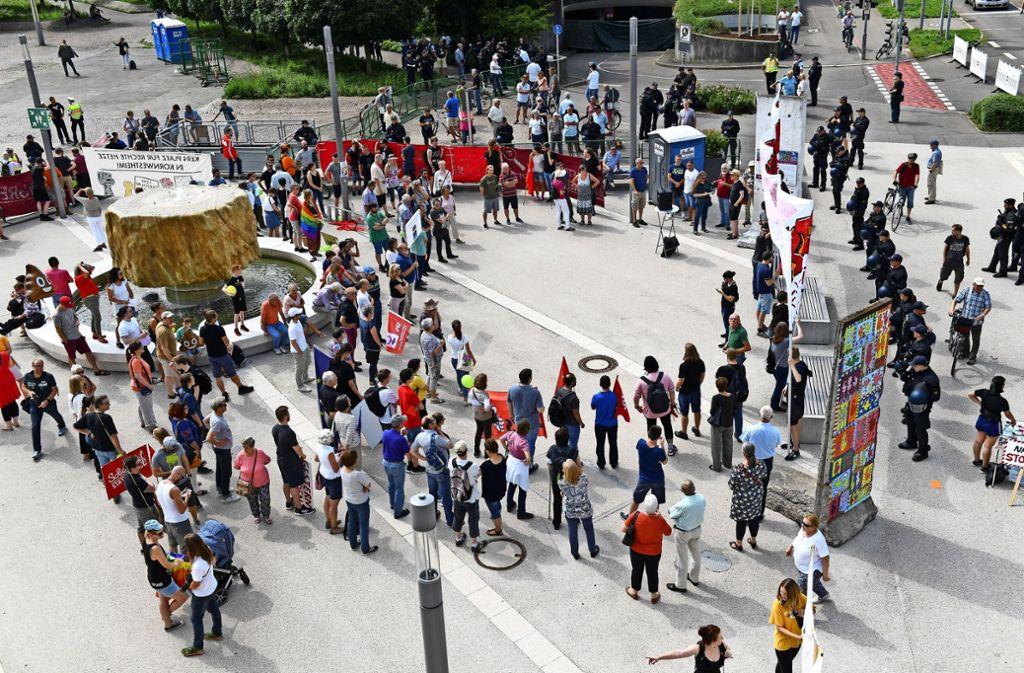 """Nach Demonstration in Kornwestheim: Die AfD erklärt das Opfer der Schubserei zu """"Täterin"""""""