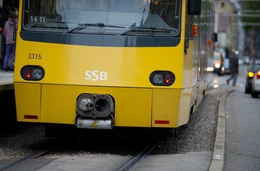 Kind von Stadtbahn erfasst, schwer verletzt