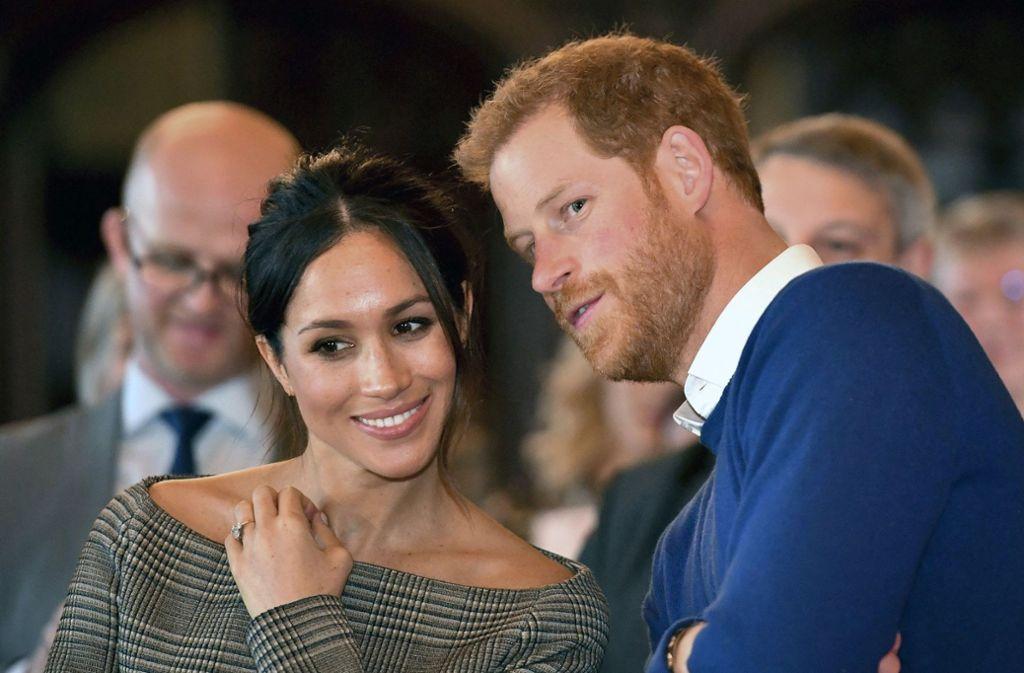 Royale Hochzeit des Jahres: Diskussionen um Brautkleid von Meghan ...