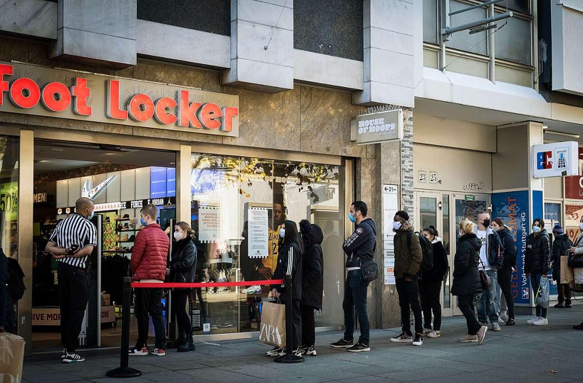 Black-Friday-in-Stuttgart-Kaufrausch-unter-Corona-Einfluss