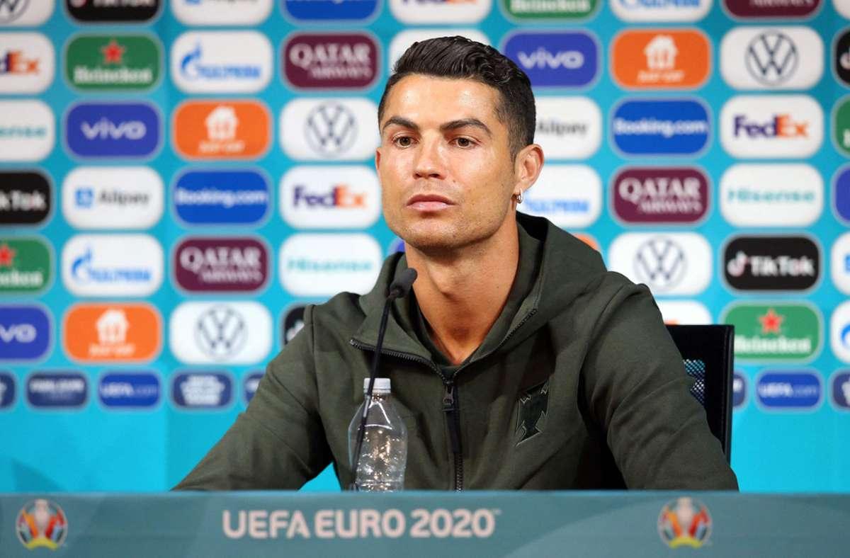 Virales Video bei der EM 2021: Coca Cola? Nicht mit Cristiano Ronaldo - Fußball - Stuttgarter Zeitung