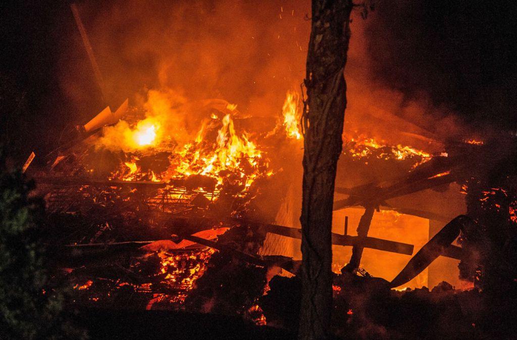 Ostfildern gartenhaus brennt komplett ab landkreis esslingen stuttgarter zeitung - Gartenhaus stuttgart ...