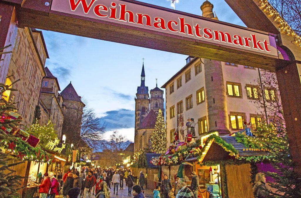 Was Kostet Glühwein Auf Dem Weihnachtsmarkt 2019.Weihnachtsmarkt In Stuttgart 25 Tage Für Glühwein Und Gutsle