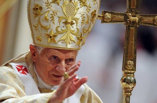 Papst Benedikt XVI. vor einem Jahr bei der       Mitternachtsmesse zu Heiligabend Foto: dpa