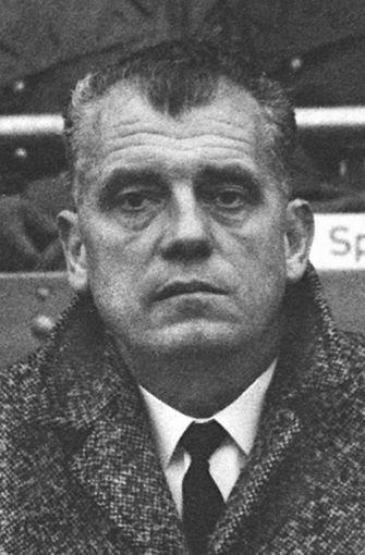 Kurt Baluses führt den VfB Stuttgart 63/64 in der neu gegründeten Bundesliga auf Platz fünf - in der nächsten Saison muss er seinen Posten räumen. Foto: Baumann