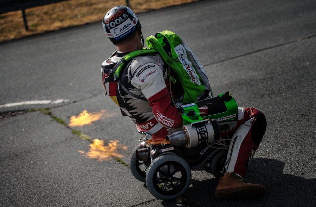 150km/h mit Kinderauto: Extremsportler will Rekord mit Bobby-Car ...