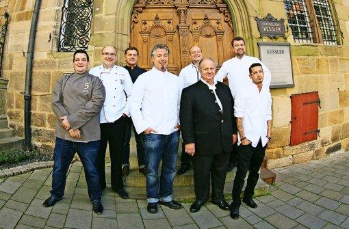 Die Sterneköche (von links): Russel Pirrit, Klaus Jäschke, Armin Karrer, Frank Oehler, Benjamin Schuster, Vincent Klink, Sebastian Prüßmann und Marco Akuzun. Foto: Horst Rudel