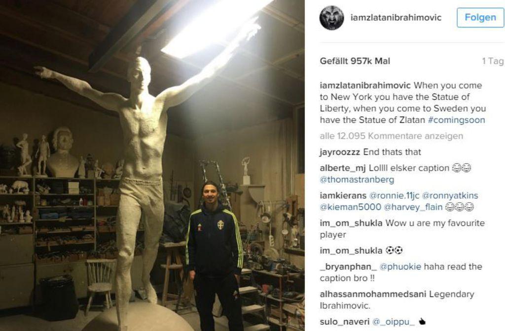 auf instagram posierte der fu ballstar j ngst neben einer statue die sein ebenbild zeigt mit. Black Bedroom Furniture Sets. Home Design Ideas