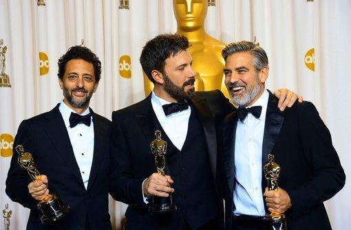 """Der """"Argo""""-Regisseur Ben Affleck (Mitte) mit seinen Co-Produzenten George Clooney (rechts) und Grant Heslov Foto: AFP"""