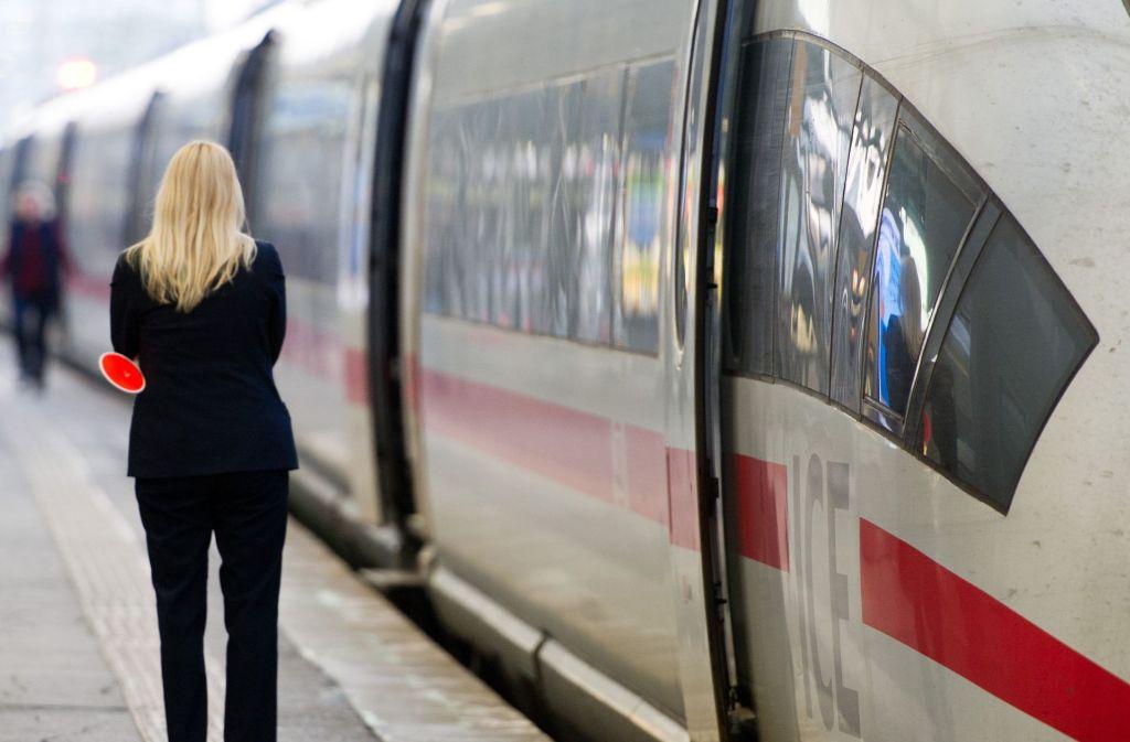 In Zugtoilette: Polizei stört nackten Schwarzfahrer bei