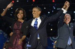 Zusammen mit Vize-Präsident Joe Biden freuen sich Barack Obama und seine Frau Michelle über weitere vier Jahre im Weißen Haus. Foto: EPA