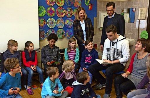 Ehemalige Schüler lesen  Jüngeren vor