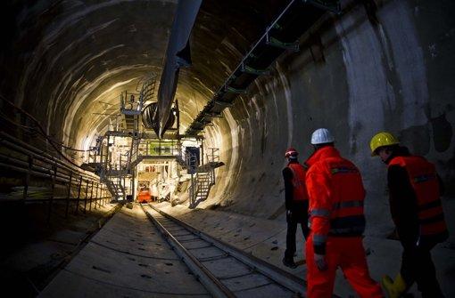 Tunnelbohrer arbeitet wieder