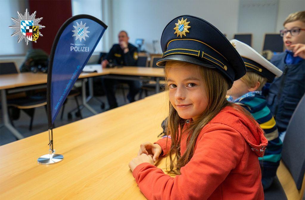 Ansbach - Achtjährige bewirbt sich bei Polizei – Beamte laden sie ein - Stuttgarter Zeitung