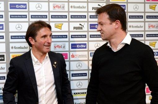 Fredi Bobic (rechts, mit Bruno Labbadia) glaubt an das Gute im Fußball. Foto: dpa
