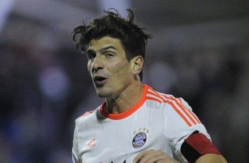 Schöner Schnitt: Mario Gomez präsentiert seine Haarpracht. Foto: dapd