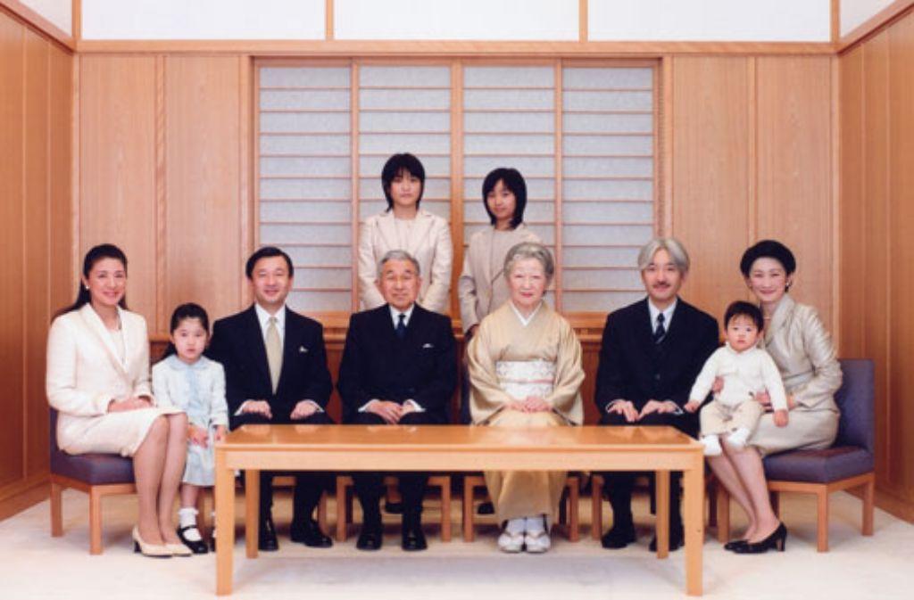 serie adelsh user der kaiser von japan panorama stuttgarter zeitung. Black Bedroom Furniture Sets. Home Design Ideas