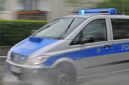 15 Polizeibeamte räumten die Halle. Foto: dpa