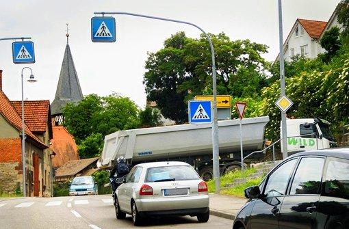 Ob diese Laster mehr Feinstaub erzeugen, bleibt offen. Foto: factum/Archiv