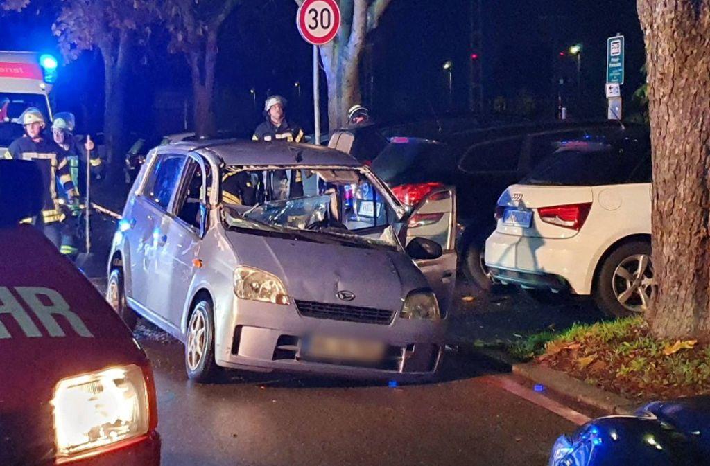 Unfall in Schorndorf - Eingeklemmt und Schwer verletzt: Feuerwehr rettet Fahrer aus Auto - Stuttgarter Zeitung