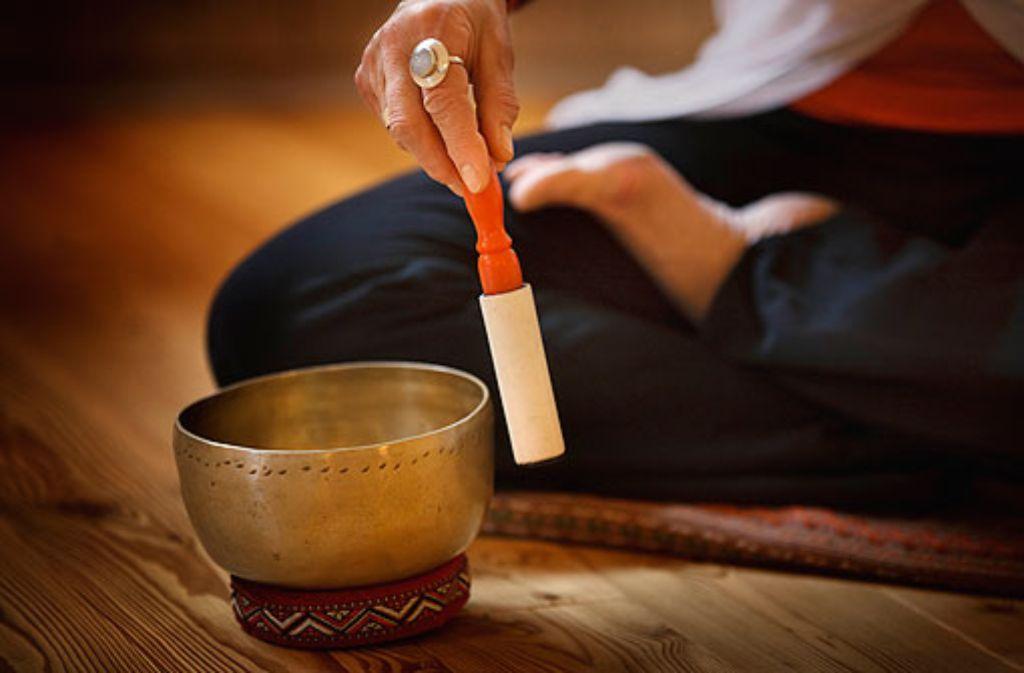 yoga in karlsruhe loslassen baden w rttemberg stuttgarter zeitung. Black Bedroom Furniture Sets. Home Design Ideas