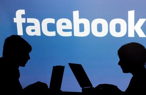 In dem sozialen netzwerk facebook zu der feier eingeladen foto dpa