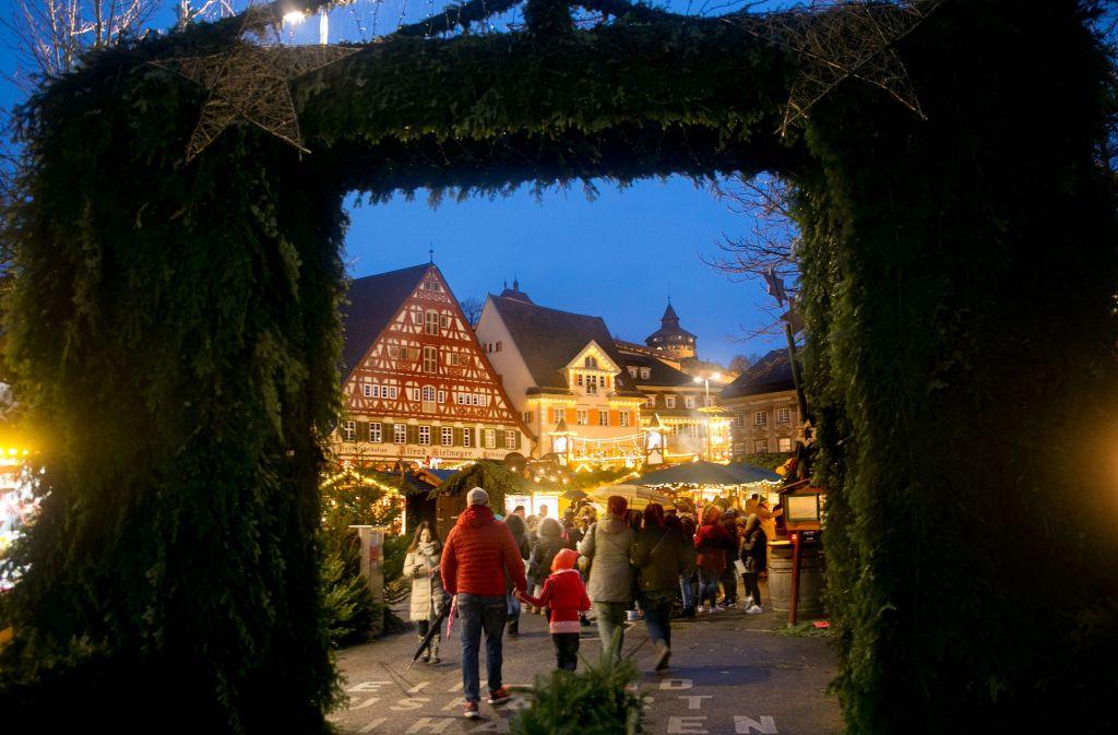 Eröffnung Weihnachtsmarkt Stuttgart 2019.Weihnachtsmarkt In Esslingen Große Erlebnisreise Ins Mittelalter