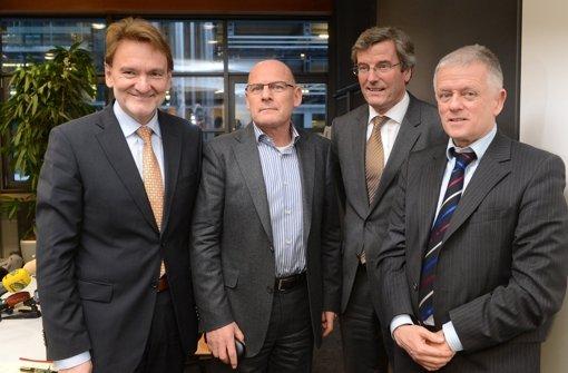 Sie stehen nebeneinander, aber sie sind nicht einer Meinung: Volker Kefer, Winfried Hermann, Regionalpräsident Thomas Bopp  und Fritz Kuhn  nach einer Pressekonferenz zum Treffen des Stuttgart-21-Lenkungskreises Foto: dpa