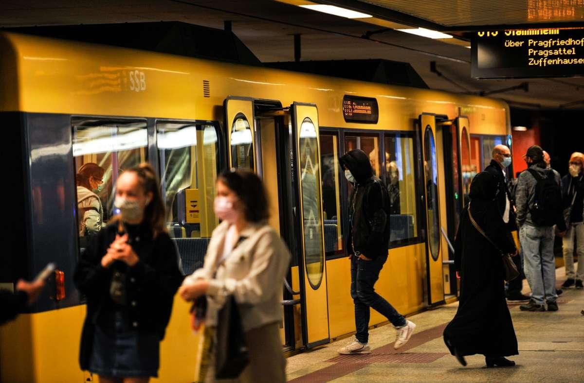 Debatte um Mundschutz in Stuttgarts Bahnen: Frei Fahrt für Maskenmuffel? Ministerium sieht kein Problem