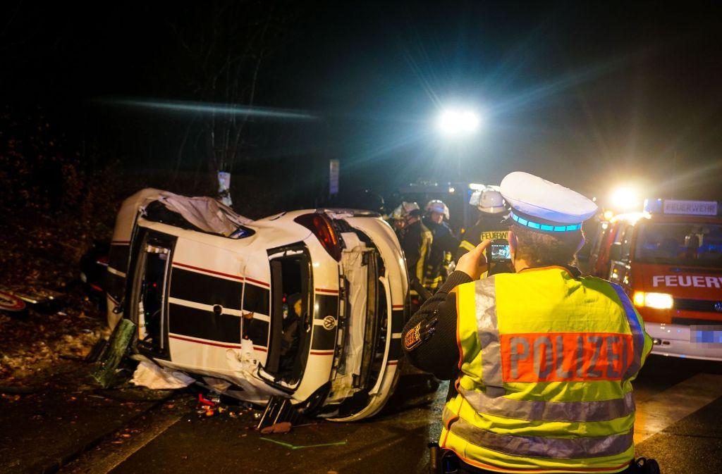 Unfall Bei Schorndorf 22 Jährige In Auto Eingeklemmt Und Schwer